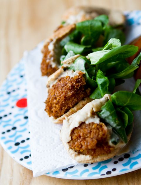 FALAFELS IN MINI PITAS! The perfect appetizer / finger food. Why didn't I ever think to do this?