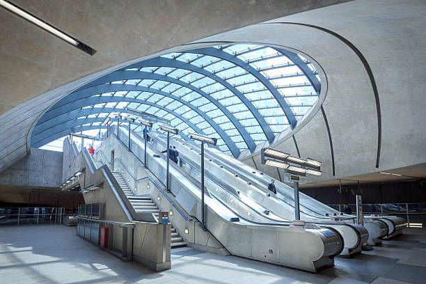 canary-wharf-underground-station-picture-id459021601 (612×408)