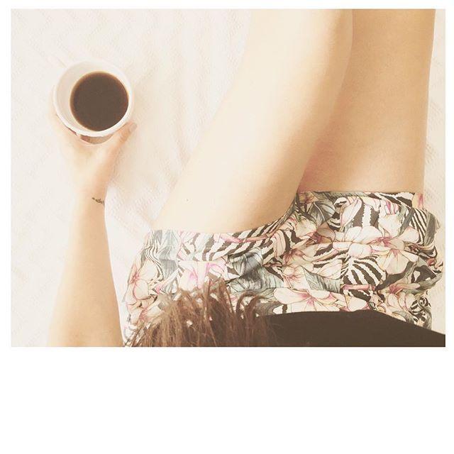 Primeira tarefa de segunda-feira: beber um café. @catarinafaustinosporttv #esslifestyle #essembaixadores #ericeirasurfskate #viveosonho