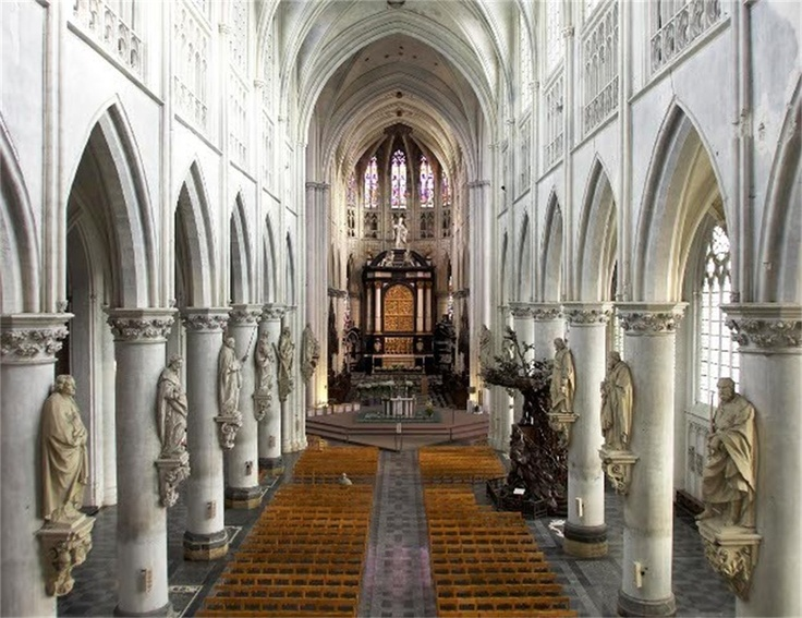 St romboutskerk in mechelen 1303 1343 1452 1517 is een for Artenova interieur mechelen