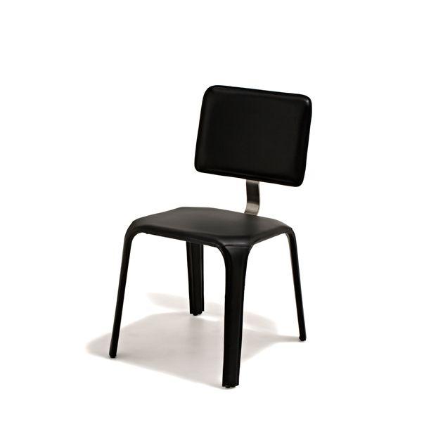Portofino - Stol klädd i svart konstskinn med detalj i stål som länkar samman sits och ryggstöd.