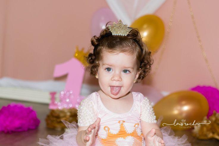 Isabella 11 meses #smash #cake #photo #laisrocha #splash #esmaga #bolo #cenario #rosa #dourado #girl #BABY #photography
