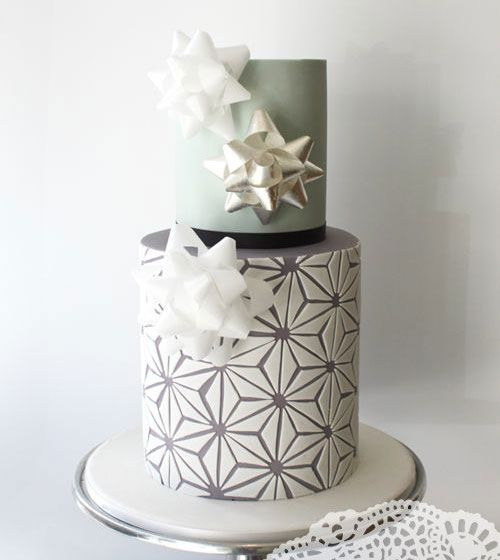 Modern Xmas Cake Designs : 50 best images about Wedding Cakes-Winter on Pinterest ...