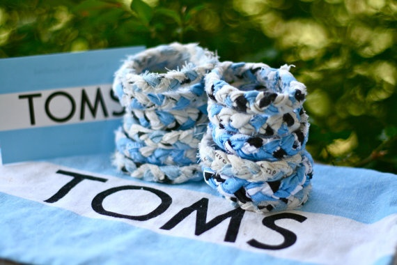 Upcycled TOMS bag flag Braided Fabric Bracelet... 5 pairs later, i have a TON of these laying around!