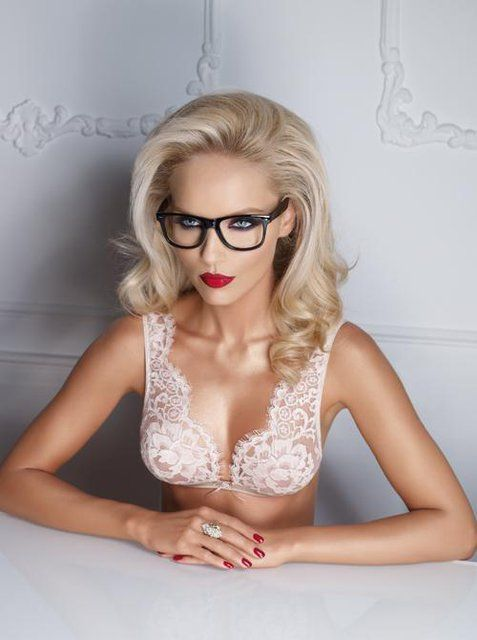 Lovely.: Fashion, Eye Makeup, Style, Pink Lace, Beautiful, Red Lips, White Lace, Good, Luxury Lingerie