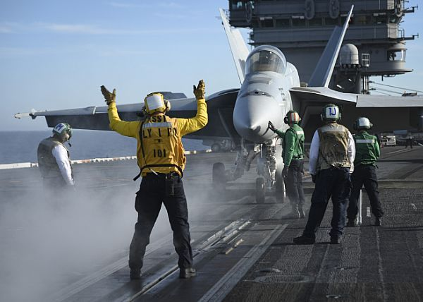 Sailors assigned to USS Nimitz (CVN 68) prepare an F/A-18E Super Hornet from the Flying Eagles of Strike Fighter Squadron (VFA) 122 to be launched from the flight deck.