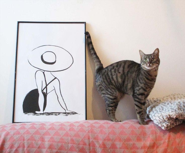 Elle a un grand chapeau. Illustration à l'encre de chine.  Illustration, déco, encre, femme, minimaliste,