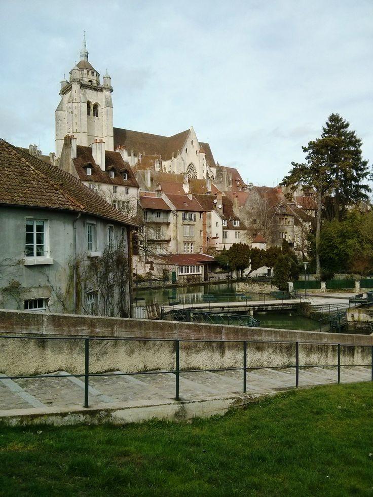 Vue sur la Collégiale de Dole depuis le Prélot, France