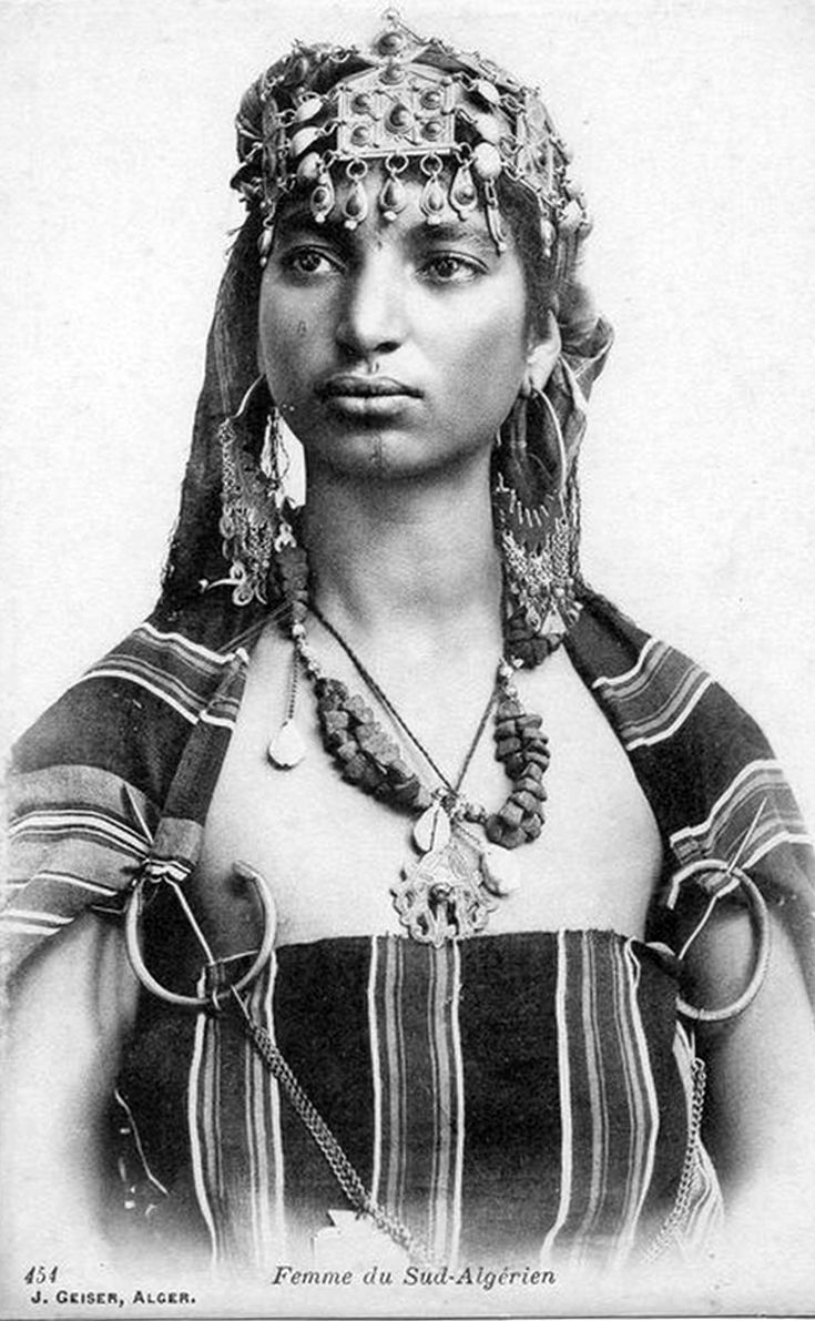 Africa | Woman from the south.  Algeria.  Post stamped 1915. || Vintage postcard; publisher J Geiser.  No 454.