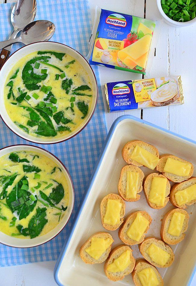 Błyskawiczna zupa z serów kremowych z czosnkowymi grzankami