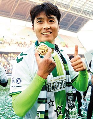 South Korea Soccer Star Lee Dong Gook Scores 200th K-League Goal | Koogle TV