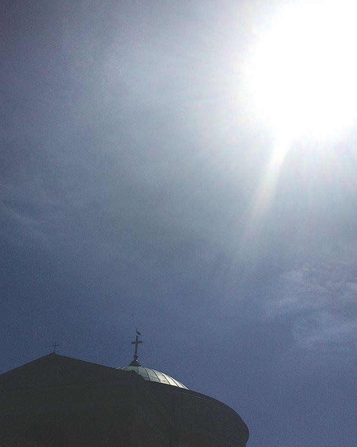 A gólya, amely Esterházy Péter temetésekor, az Isten báránya alatt rászállt a gannai templom keresztjére
