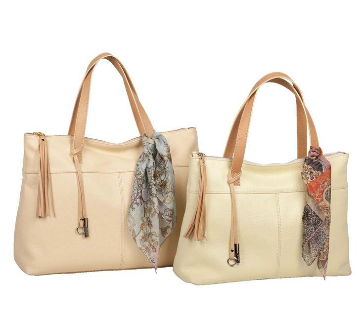 Avete tutto? Borsa, foulard, lucidalabbra e via... che programmi avete per oggi?  http://www.caleidostore.it/it/borse-grandi/131-tore-grande.html