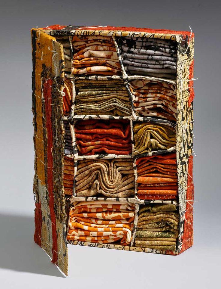 PRIMITIVE FINDINGS | 2012 – Glued cardboard, printed fabrics and paper – 38 x 25 x 22 cm. Photo: Tihanyi & Bakos.