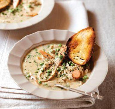 Die lekkerste en maklikste resep vir hoender-en-groente-sop. Maak jou eie hoenderaftreksel (ons deel ons resep hier) vir ekstra geur.