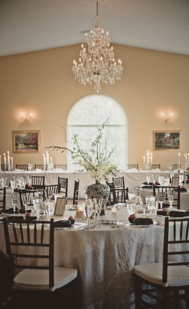 Elegant Wedding Dining Tables at English Inn in Eaton Rapid, MI