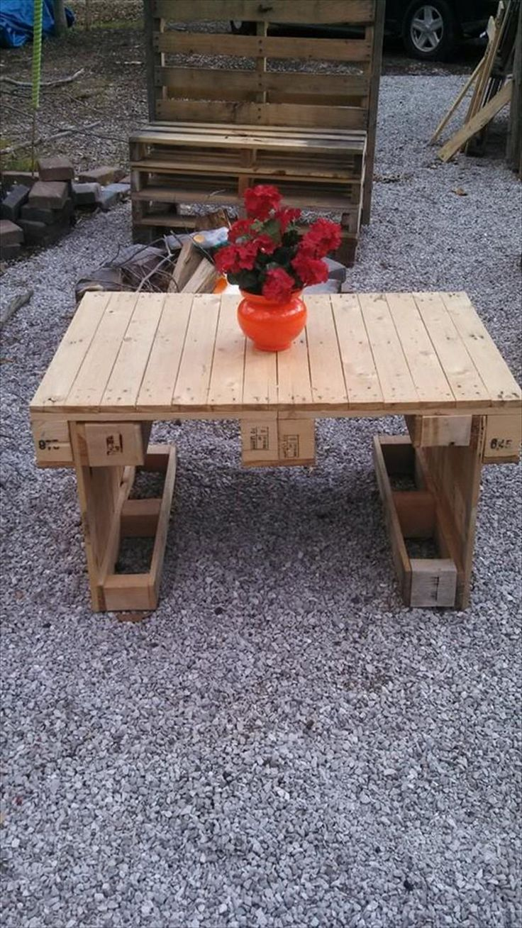 Wood pallet coffee table do you assume wood pallet coffee table - Pallet Patio Accent Coffee Table Creative Uses For Old Pallets Diy 101