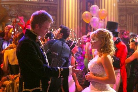 Still of Hilary Duff and Chad Michael Murray in A Cinderella Story (2004) http://www.movpins.com/dHQwMzU2NDcw/a-cinderella-story-(2004)/still-1291622656