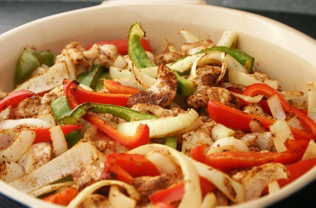 Easy Oven Fajitas for every phase of the Fast Metabolism Diet! Just 10 minutes of prep (get pre-sliced veggies and it's even faster). Get the recipe from our newsletter. fast diet 4:3