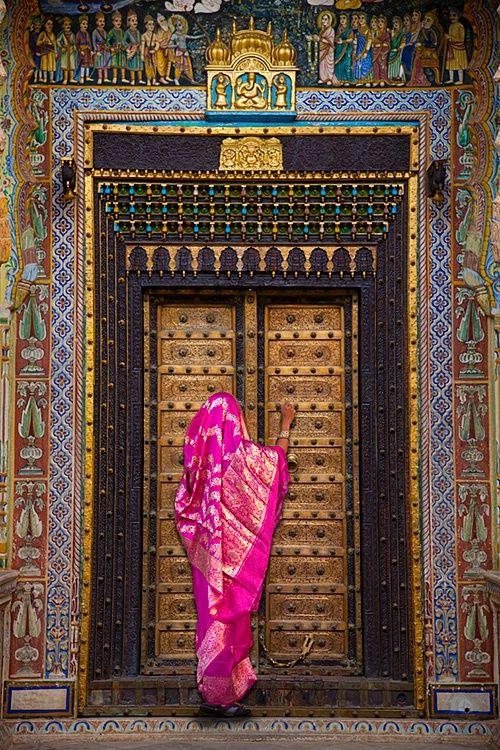 Traditional Colors of India | ... sari and beautiful door in the Bikaner Fort, Bikaner, Rajasthan, India