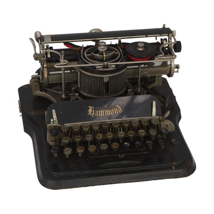 """Maszyna do pisania """"Hammond"""", 1905–1913, kolekcja Muzeum Inżynierii Miejskiej /Typewriter """"Hammond"""", 1905–1913, The Municipal Engineering Museum collection/"""