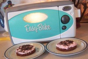 DIY Easy Bake Oven Cake and Frosting Recipes from @The Lady Prefers To Save #throwbackthursday