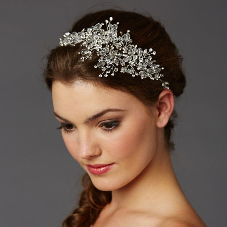 Ethereal and breathtaking, thisbest-selling crystal hair vine guarantees a bridal statement fit for the runway. Hand-wired with elaborate 4