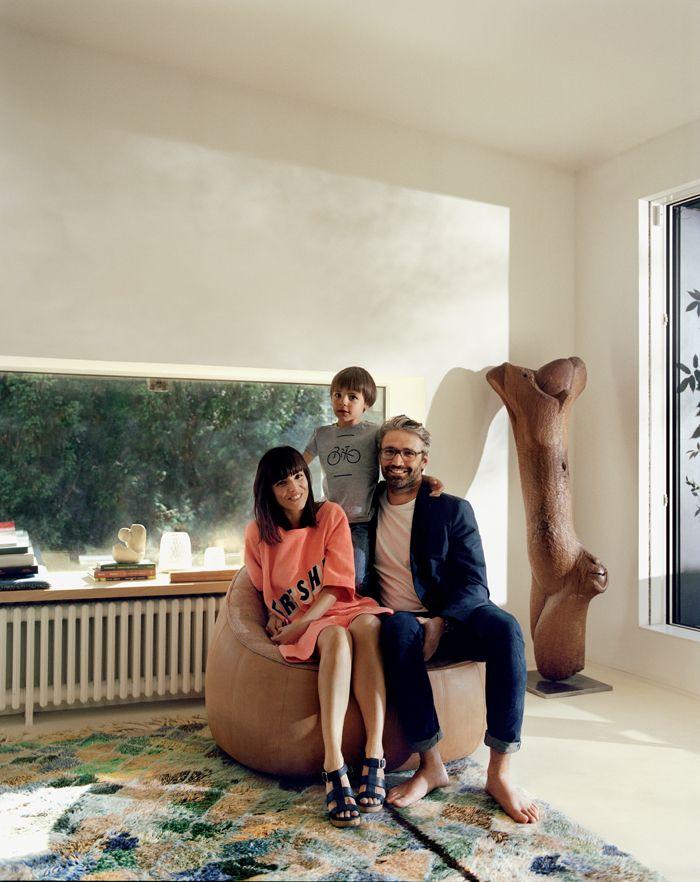 Une maison de famille avec vue sur Paris   Maison de famille, Appartement parisien, Fauteuil ottoman