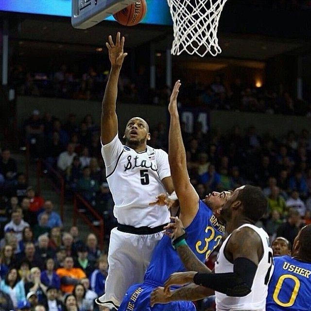 Adrian Payne scores 41 points to help MSU beat Delaware 93-78! #payne #adrian #adrianpayne #41 #msu #michiganst #michiganstate #win #marchmadness #4 #3 #basketball #bestdayofbasketball #2014 #Padgram