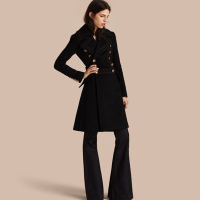 A waist-defining double-breasted coat in a warm wool and cashmere blend…