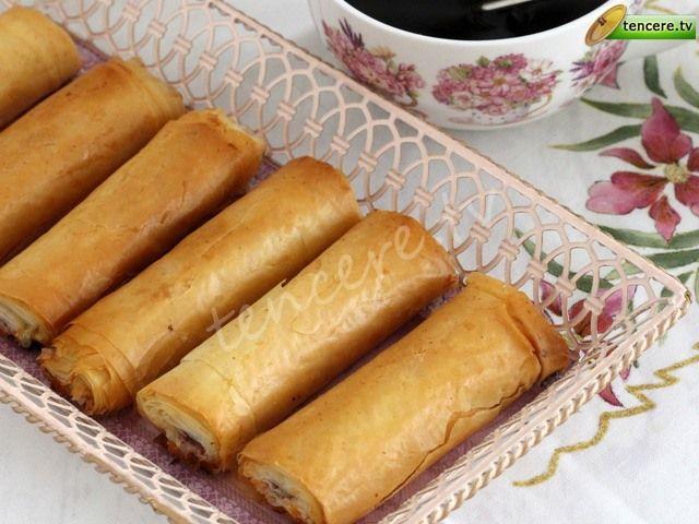 Çıtır börek sevenler ekran başına :) Çok kolay ve lezzetli bir börek tarifimiz var size. Baklava Yufkasından Çıtır Börek...