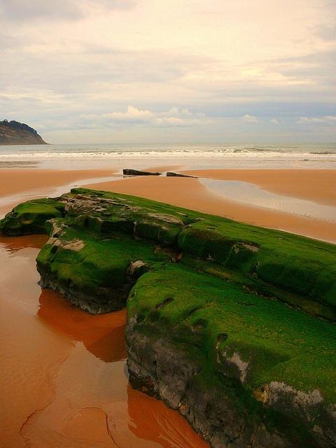 Playa de Rodiles, Asturias.  © Carlos Olmedillas.