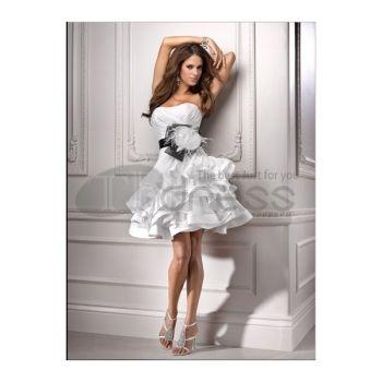 Scollo a cuore bianco una linea di abiti da sposa corti