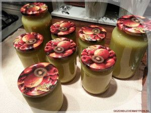 Zet de potten in de kast. Je kunt ze echt maandenlang laten staan en dus een hele tijd genieten van je zelfgemaakte appelmoes.