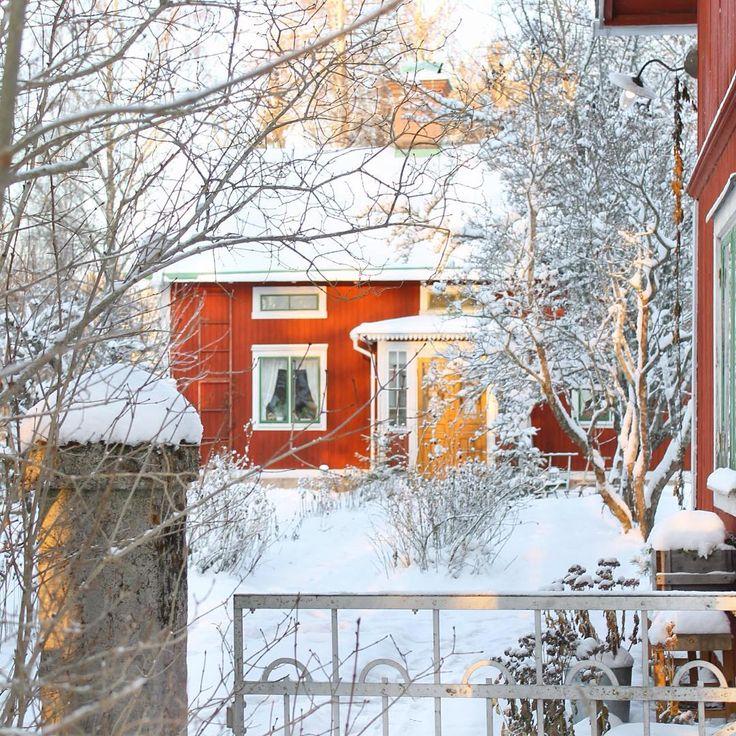 Vinterrike! I helgen vill jag göra snöänglar, dricka kaffe framför kakelugnen och tina fötterna i ett fotbad. Vad vill du göra? #erikasträdgård #mygarden