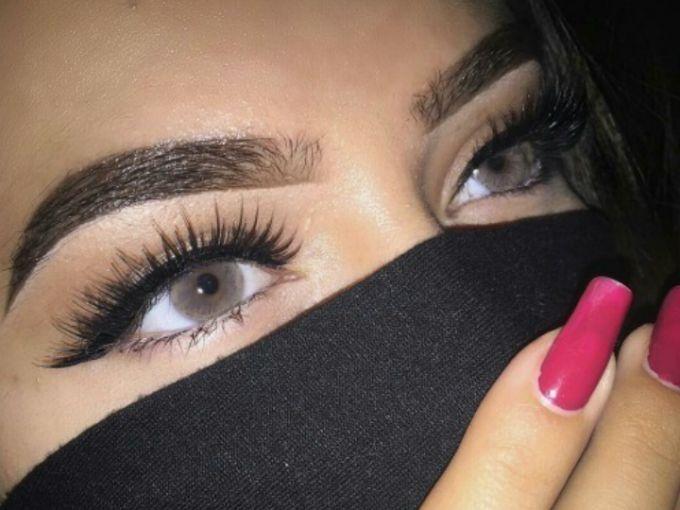 Bien se dice que las cejas son el marco del rostro, es por ello que debemos ser muy cuidadosas a la hora de depilarlas y maquillarlas.Así que checa esta forma de hacerlo para que te queden parejas y vayan de acuerdo a tus ojos y forma de rostro.Básate en esta imagen y en los puntos...