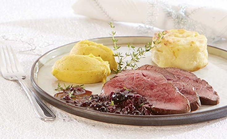Hindegebraad met butternutpuree en blauwebessensaus
