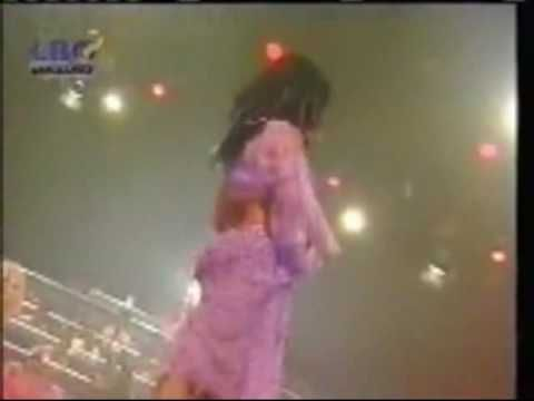 Baile arabe Mujer vestida de Lila-arabic dance woman dressed in lilac