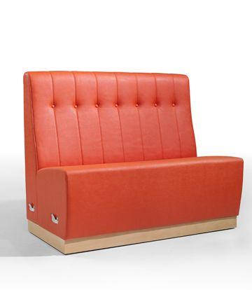 Sillón de diseño para hostelería color naranja ideal para un bar, restaurante o cafetería.