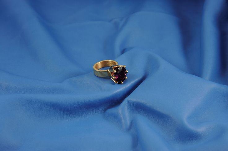 Anello corona in oro rosa con brillanti e una bellissima tanzanite.... un anello da regina!
