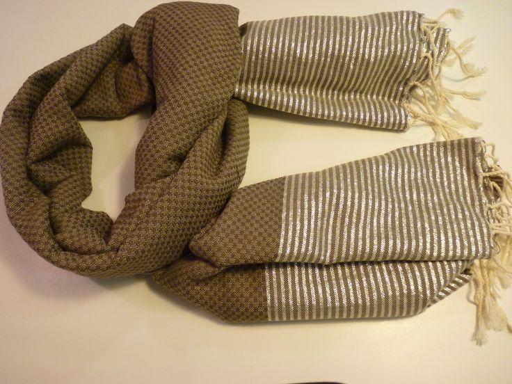 AGOTADO hasta Enero. Fouta Nido de Abeja Lurex en marrón oscuro con detalles en plata (1m*2m). EN STOCK. Oferta de lanzamiento hasta el 24 de noviembre: 18€ #fular #foulard #complementos #regalos #amigoinvisible #regalonavidad