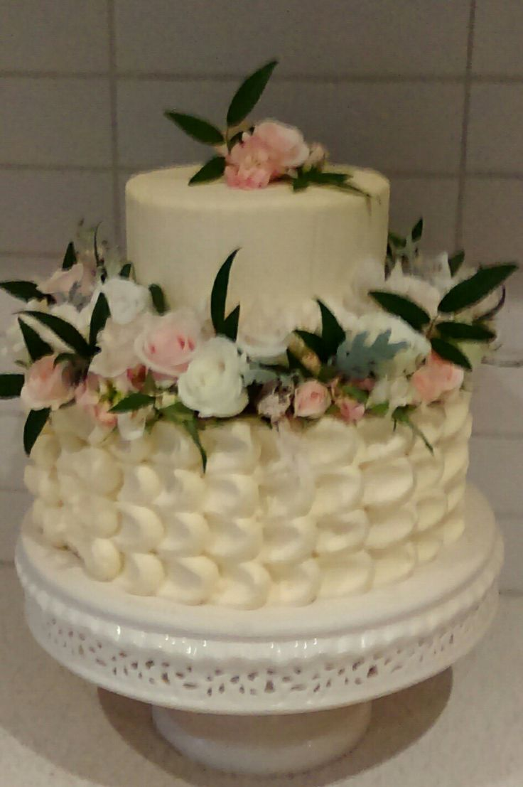 Buttercream wedding cake.       Cake decorating