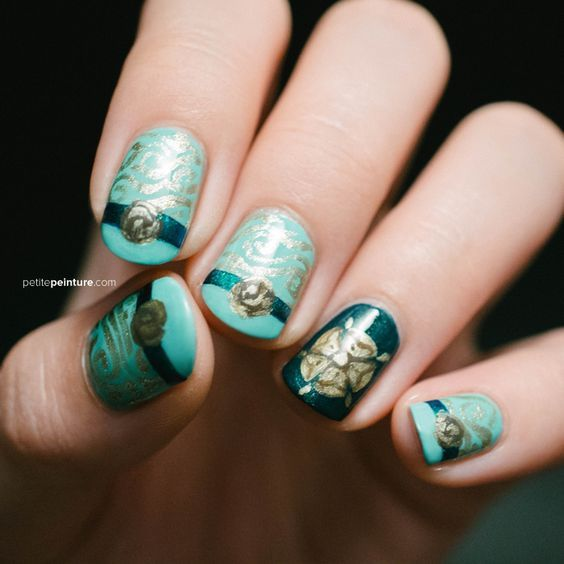 Cool Nail Art Designs Inspired From Game Of Thrones  Read more: http://www.ferbena.com/of-throncool-nail-art-designs-inspired-from-game-of-thrones.html