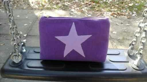 Purple felt cosmetic bag, zipper pouch with lilac star, READY to be SHIPPED, purple make up bag. Felt handbag di Chiarasole su Etsy