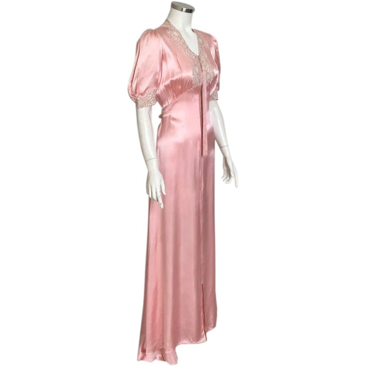 Vintage 1930s Peach Satin Dressing Gown Lounger with Ecru Floral Lace Trim M