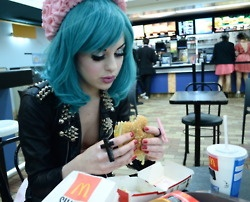HamburgerHair Colors, Turquoise Hair, Fake Eyelashes, Teal Hair, Blue Hair, Fast Food, Feelings Blue, Big Mac, Colors Hair