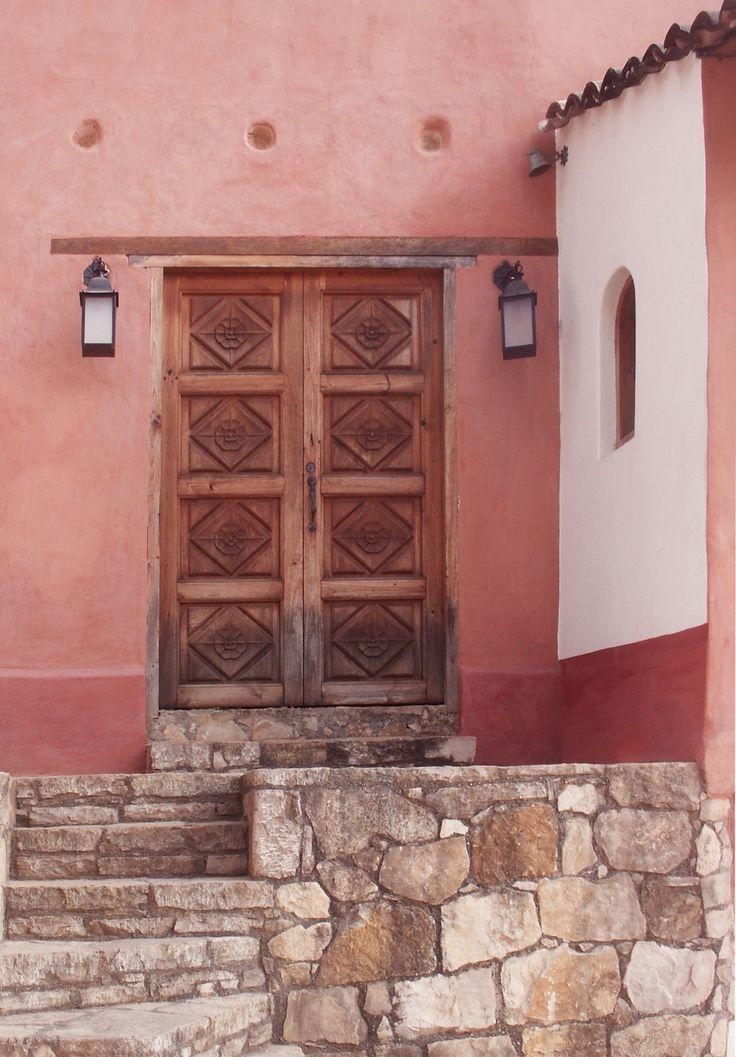 Welcome to book ARTIST HOUSE CASA TINTANATIVA. Entrance from the street.