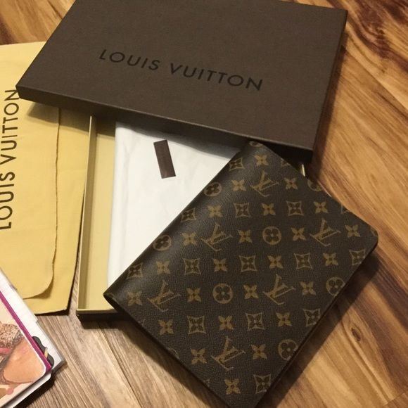 Louis Vuitton Monogram Desk Agenda Like New From April 2016 Not Used Straight