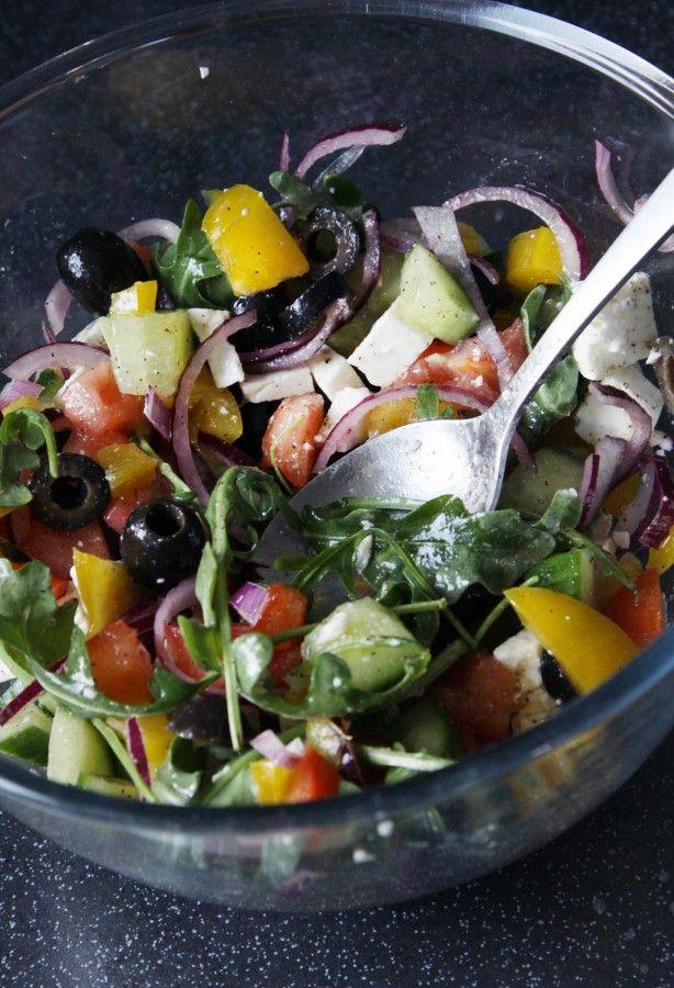 Греческий салат с рукколой