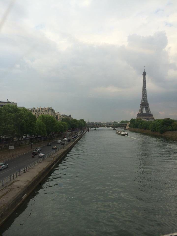 La Siene and La Tour Eiffel. By: Carolina Serrano